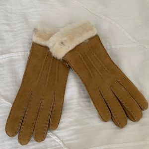 Ugg Tasman Shearling Gloves Chestnut - NWT - Small
